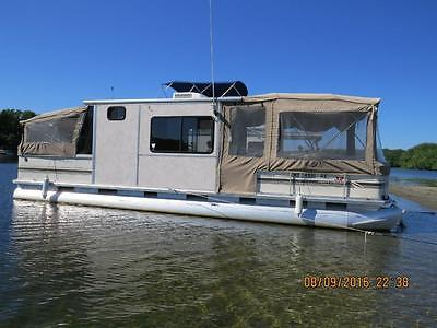 32' Sun Tracker Party Cruiser, 115hp Johnson 4-stroke, Trailstar Trailer