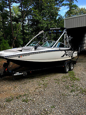 2005 Mastercraft X-Star Wakeboard Boat