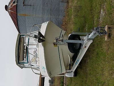 1999 Aquasport 245 Explorer boat
