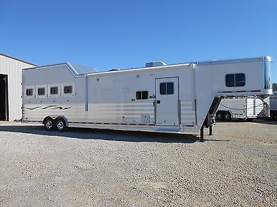 2016 Featherlite 8582 4 Horse w/16' Living Quarter
