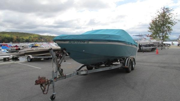 1988 Chris-Craft 225 Limited Closed Deck