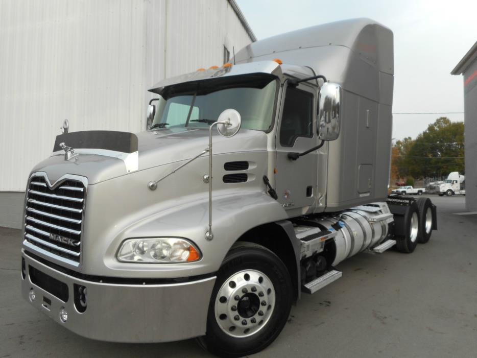 2012 Mack Pinnacle  Conventional - Sleeper Truck