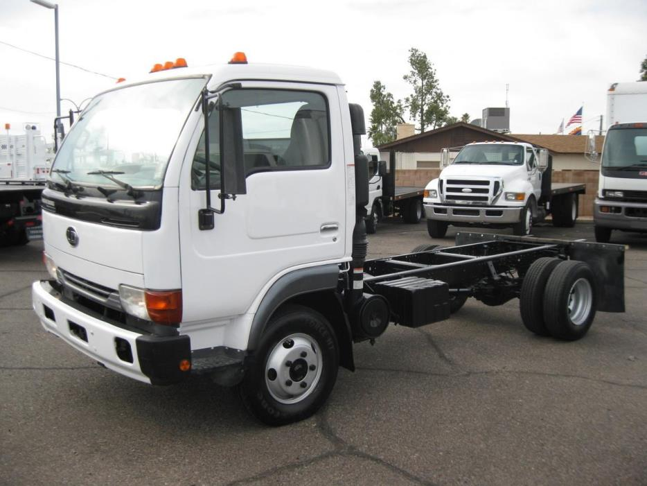 2006 Ud Trucks 1300  Cab Chassis