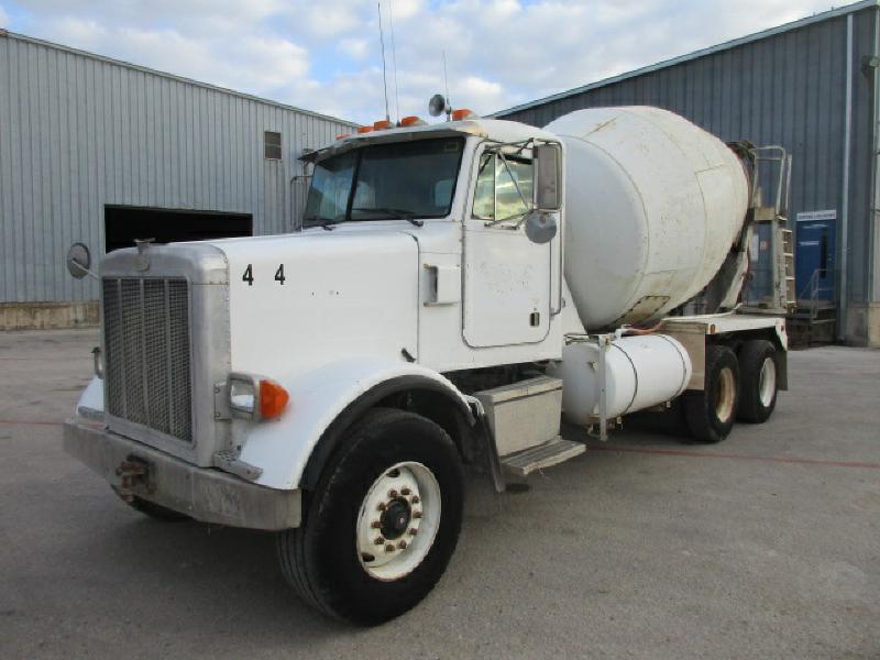 1999 Peterbilt 357  Mixer Truck