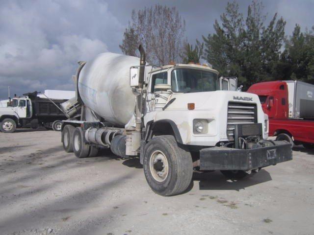 2005 Mack Dm690s Mixer Truck