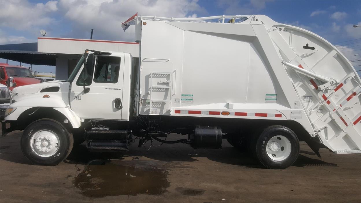 2002 International Workstar 7400  Garbage Truck