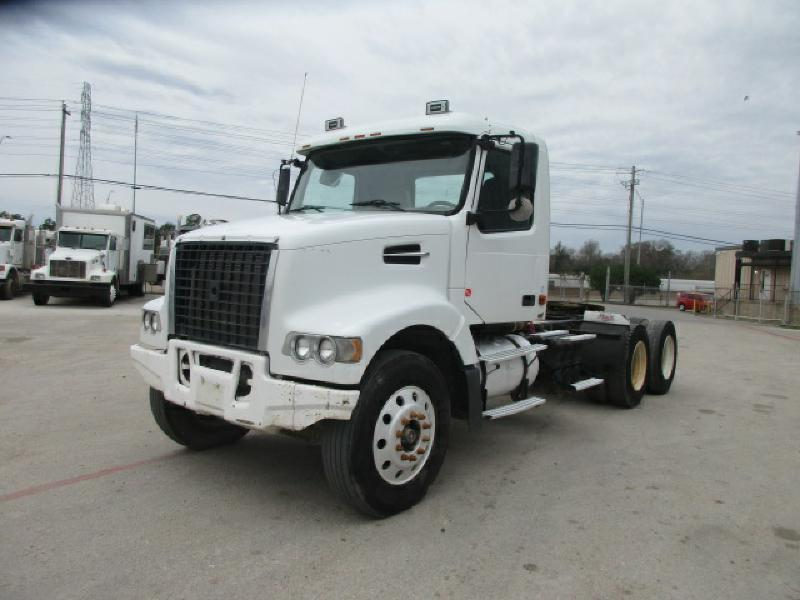 2008 Volvo Vhd104f Conventional - Day Cab