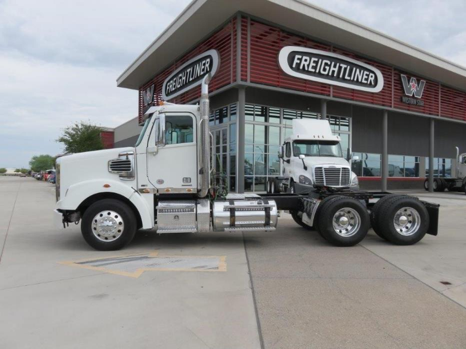 2011 Freightliner 122 Sd Conventional - Day Cab