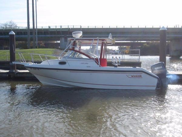 1998 Boston Whaler 23 Conquest