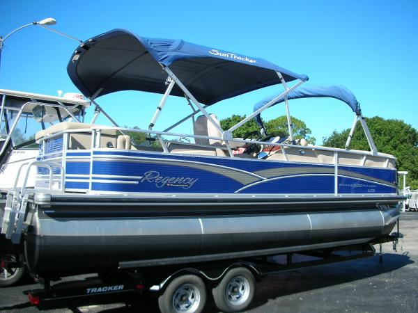 2012 Sun Tracker Party Barge 220 XP3