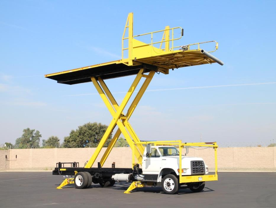 1997 Ford F700 Flatbed Truck
