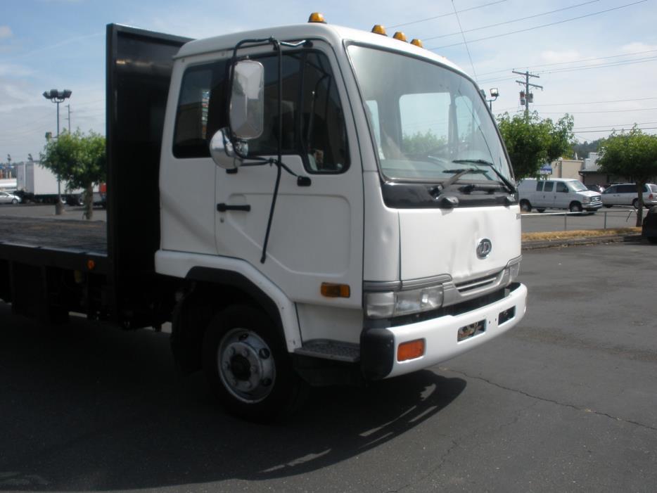 2000 Ud Trucks 2000 Flatbed Truck