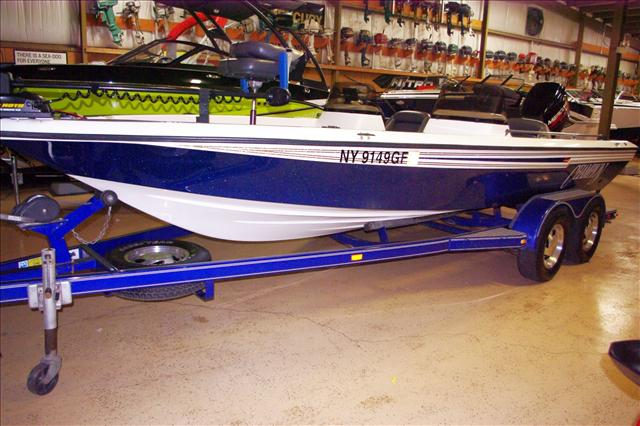 2013 Champion Bass Boat 2000 RG Bay