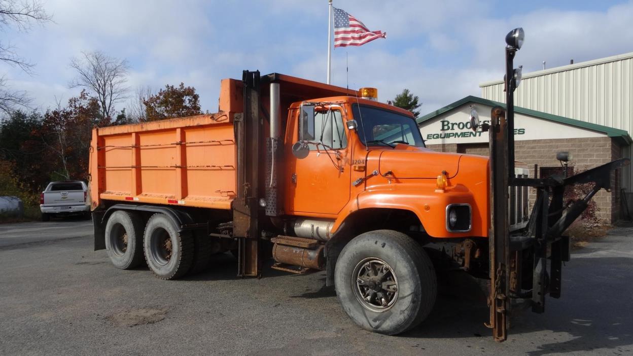 1998 International 2674  Plow Truck - Spreader Truck