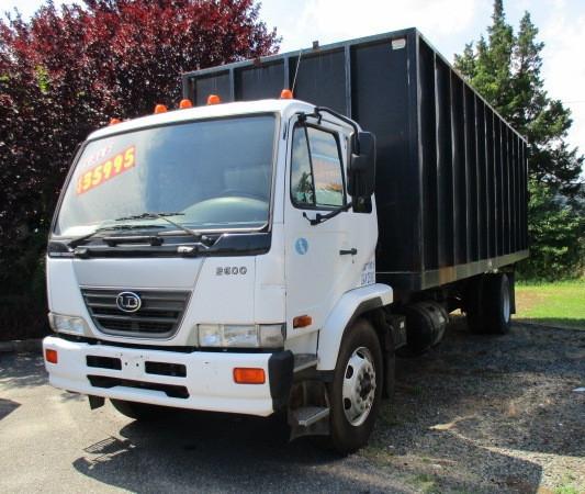 2009 Ud Trucks 2600  Garbage Truck