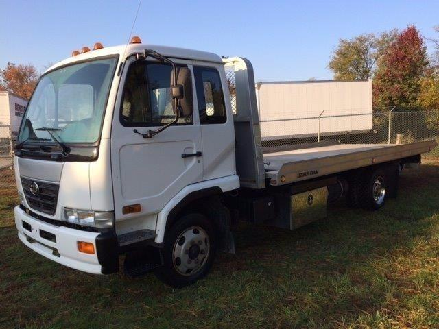 2009 Ud 2000  Rollback Tow Truck