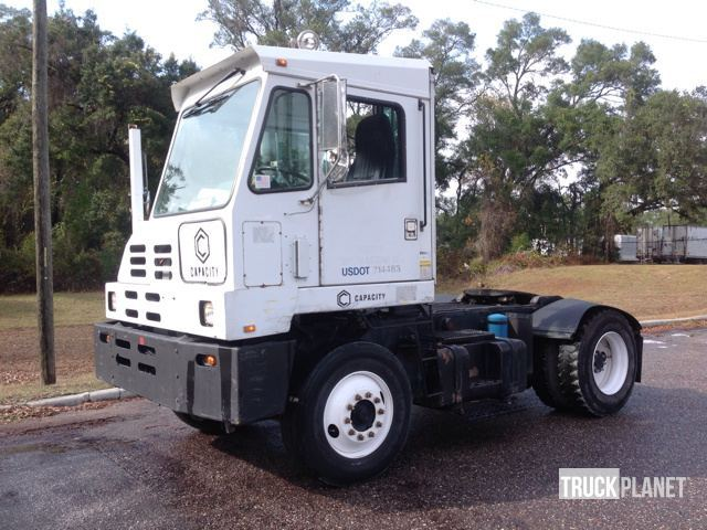 2005 Capacity Tj5000 Yard Spotter Truck