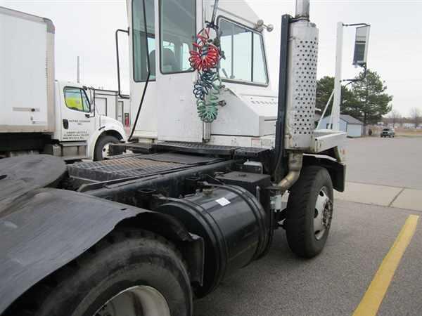 2006 Ottawa C30 Yard Spotter Truck