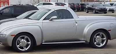 Chevrolet: SSR SSR 6.0 LITRE LS2 CORVETTE MOTOR! MINT INSIDE AND OUT! 43K! IN CALGARY ALBERTA!