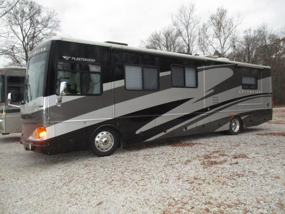 2005 Fleetwood EXCURSION 39S