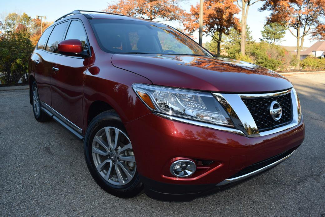 2014 Nissan Pathfinder 4WD  SL-EDITION Sport Utility 4-Door 2014 Nissan Pathfinder SL Sport Utility 4-Door 3.5L/4WD/Pano/Leather/TOW/Camera