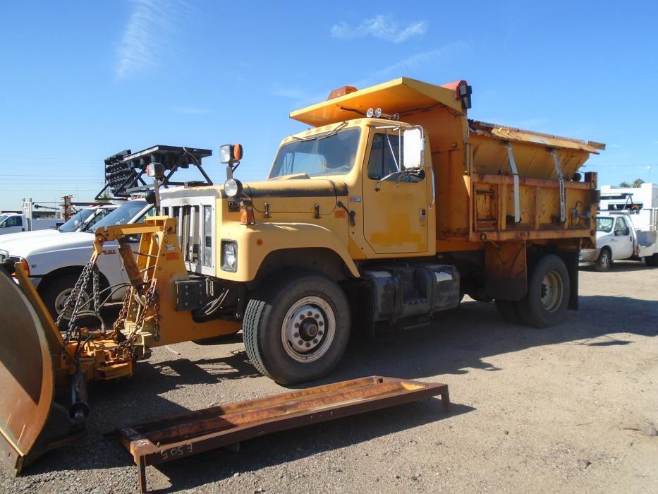 1988 International 2574  Dump Truck
