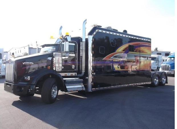 2014 Kenworth T800 Conventional - Sleeper Truck