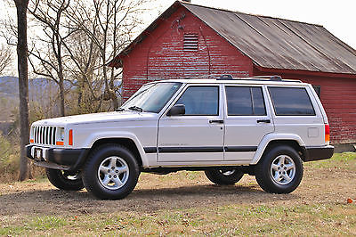 2001 Jeep Cherokee Sport **2 OWNER**JEEP XJ**SPORT**ORIGINAL**GARAGE KEPT**VERY NICE**LOW MILEAGE**WOW**