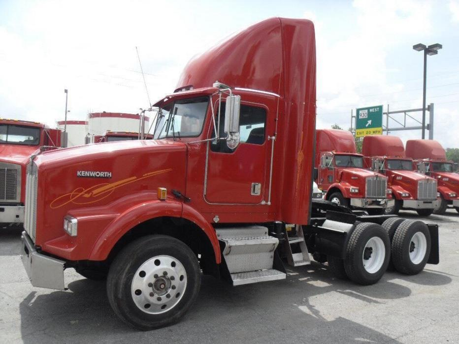 2007 Kenworth T800 Conventional - Day Cab