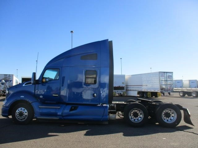 2013 Kenworth T680  Conventional - Sleeper Truck