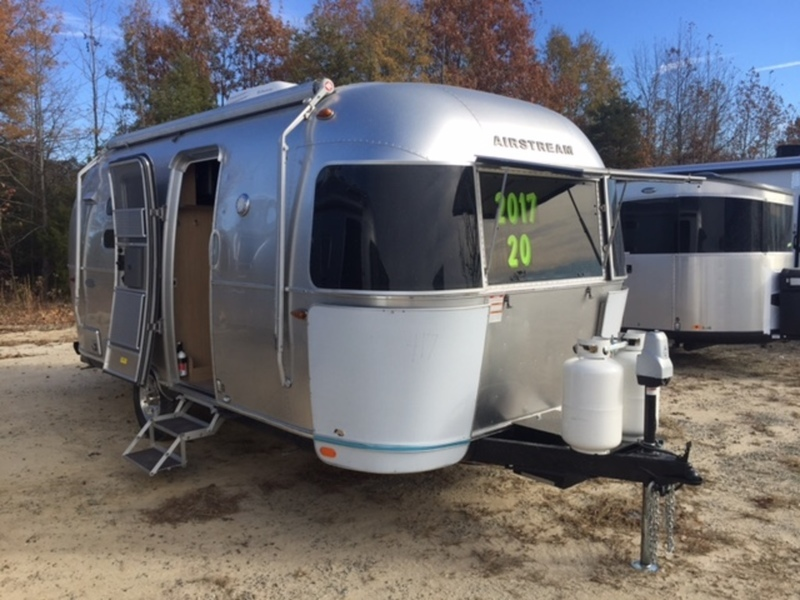 2017 Airstream FLYING CLOUD 20FC