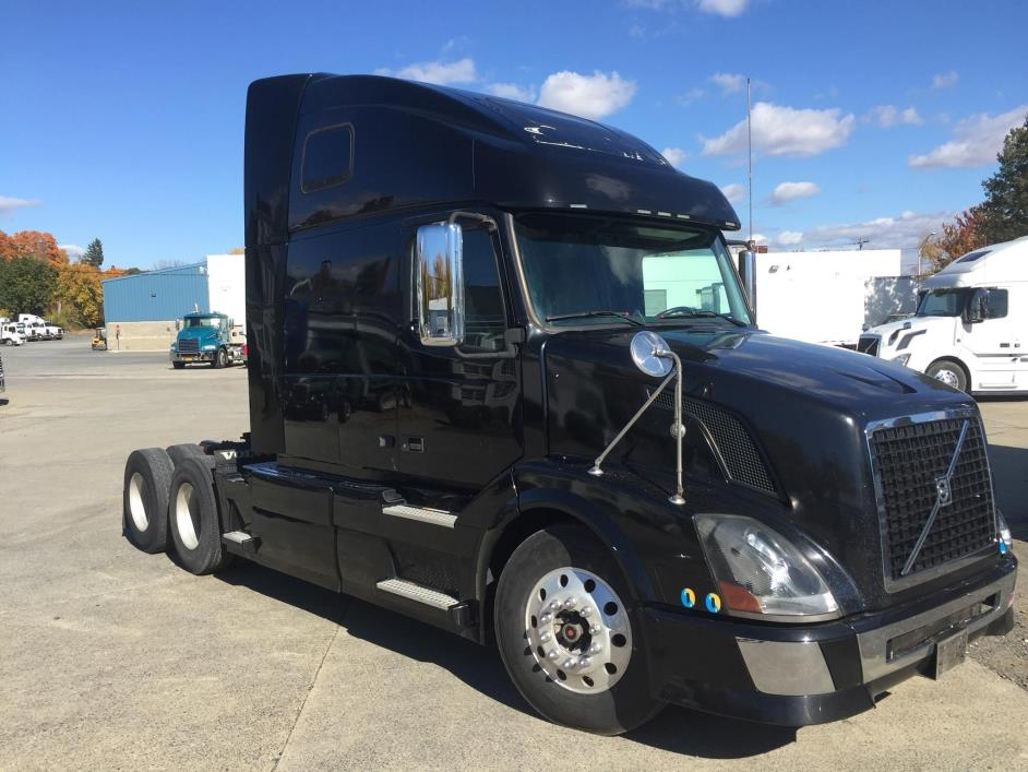 2010 Volvo Vnl64t780  Conventional - Sleeper Truck