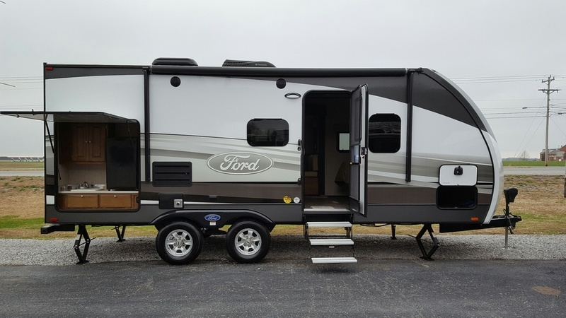 2017 Livinlite Ford Travel Trailers 220RB