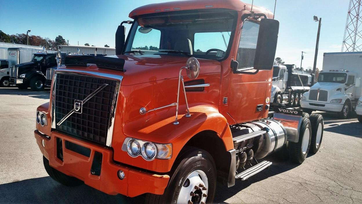 2014 Volvo Vhd64f200  Conventional - Day Cab