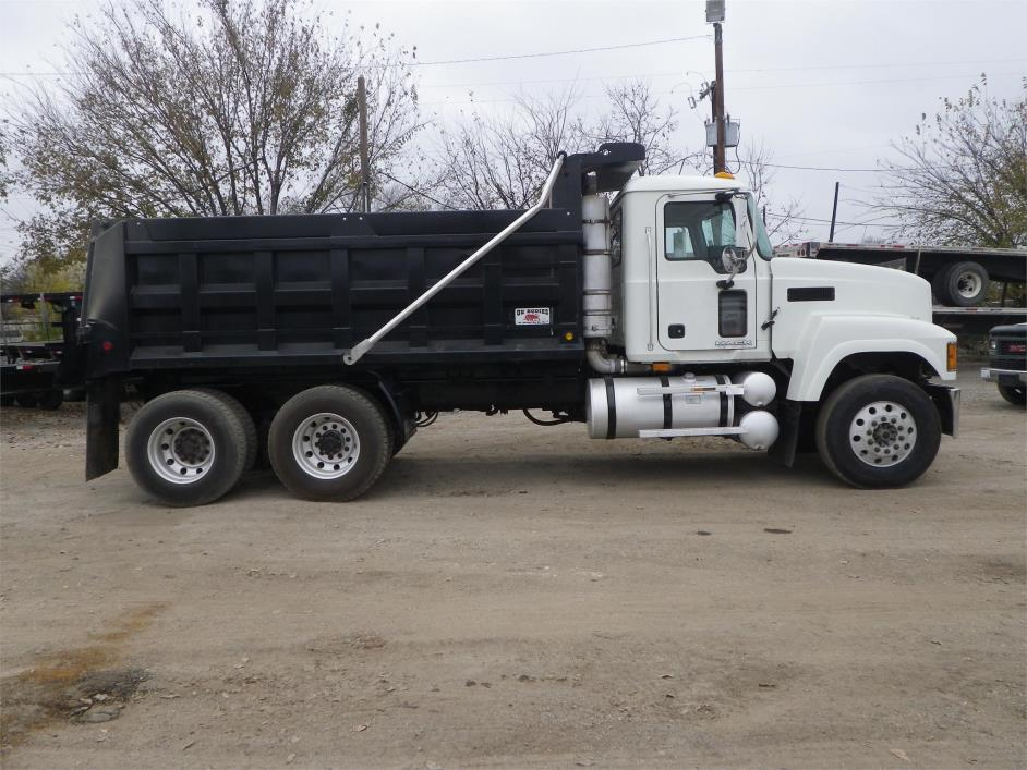 2009 Mack Pinnacle Chu613  Dump Truck