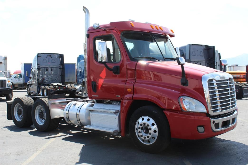 2014 Freightliner Cascadia 113 Conventional - Day Cab
