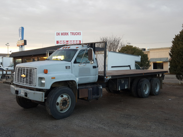 2002 Chevrolet C8500 Flatbed Truck