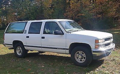 1997 Chevrolet Suburban RUST FREE Dependable Reliable Low Miles Excellent Running Daily Driver Rust Free 3/4 ton 2500 5.7L automatic TOW READY