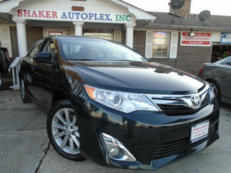 2014 Toyota Camry 4dr Sdn I4 Auto XLE Only 14k miles
