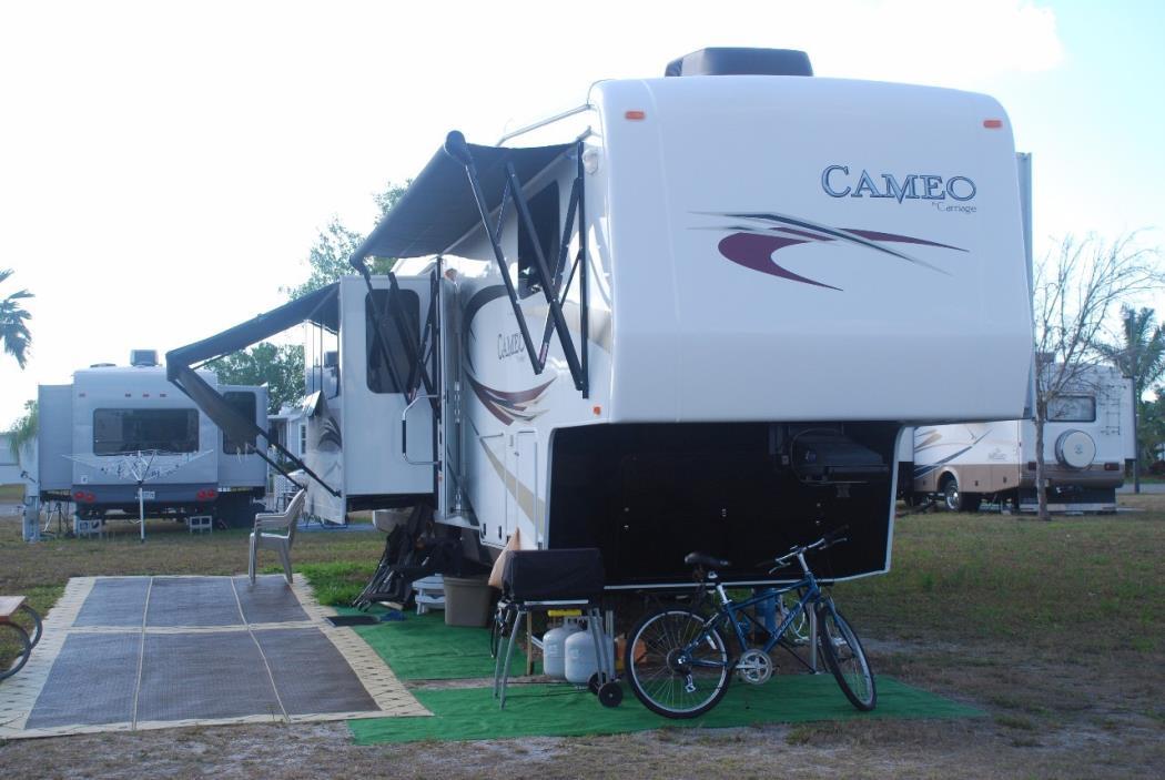 2011 Carriage CAMEO F37RESLS, 1