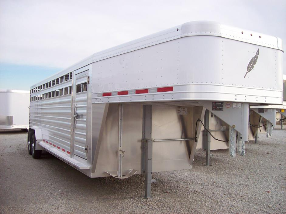 2017 Featherlite Trailers 8127-7024