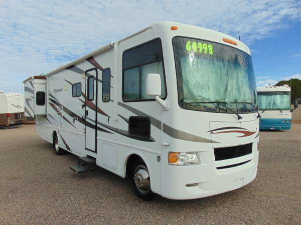 2012 Thor Industries HURRICANE 32 A
