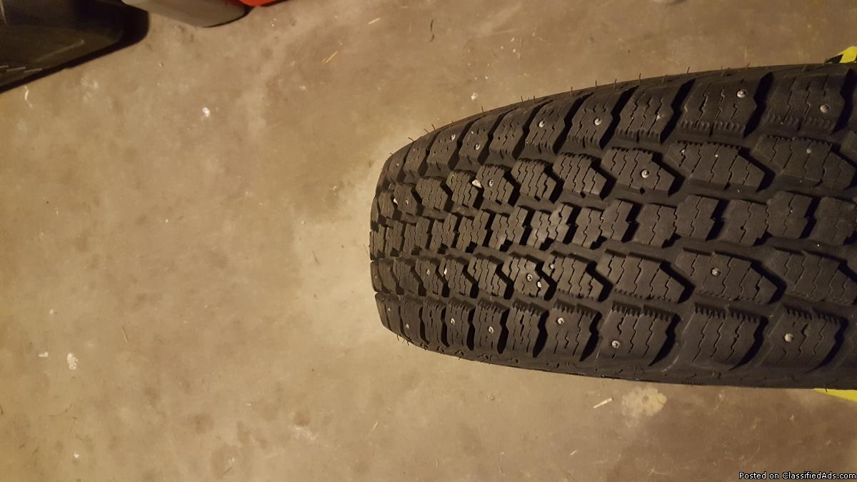 215 70 15 studded snow tires