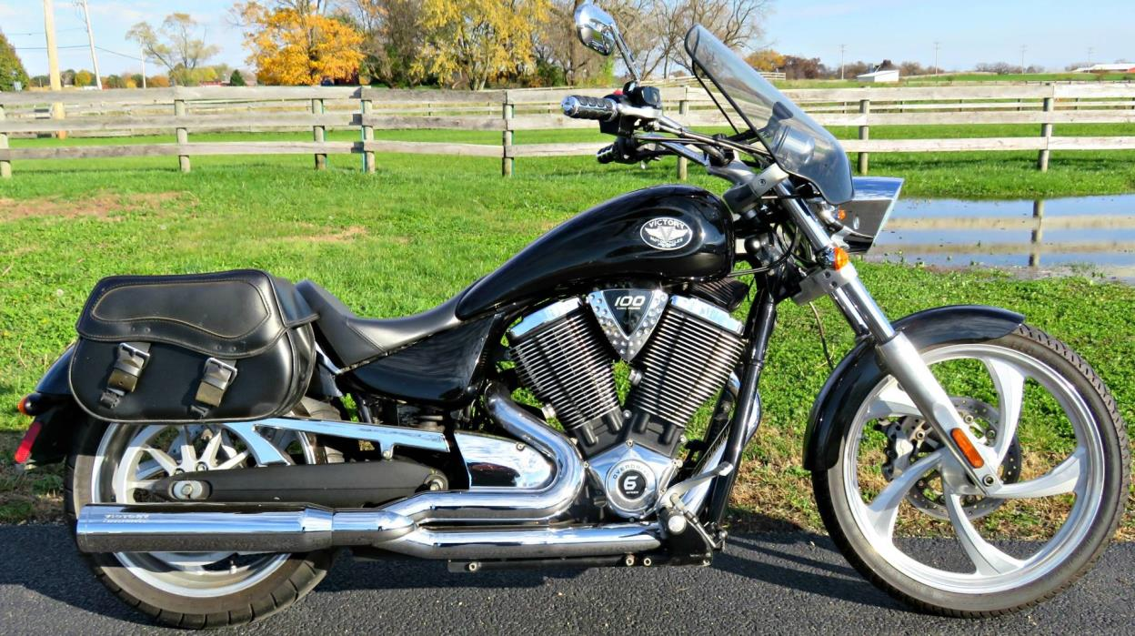 2009  Victory  Vegas Low™