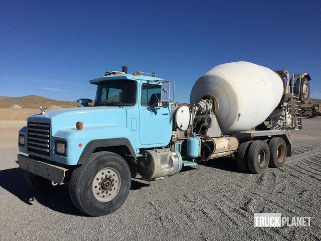 1993 Mack Rd690p  Mixer Truck