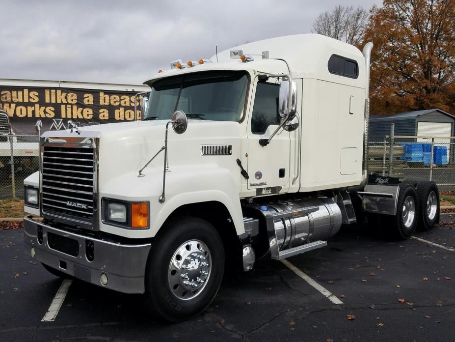 2012 Mack Pinnacle Chu613  Conventional - Sleeper Truck