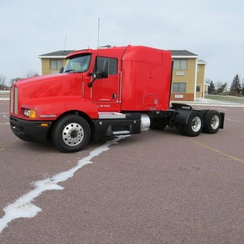 2007 Kenworth T600 Conventional - Sleeper Truck