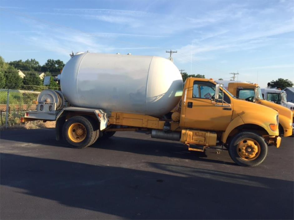 2000 Ford F750  Tanker Truck