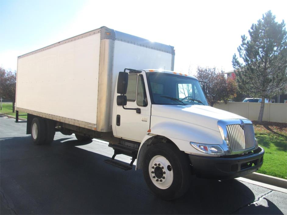 2006 International Durastar 4300 Box Truck - Straight Truck