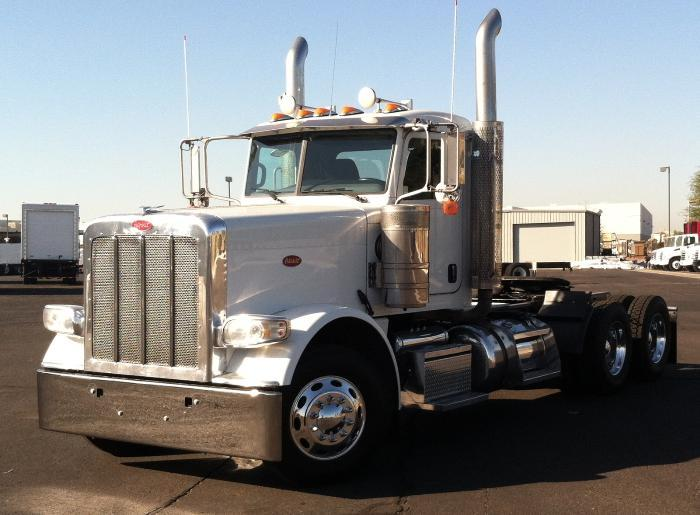 2012 Peterbilt 388 Conventional - Day Cab